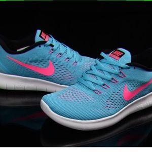 Women's Nike Free Run Sneakers